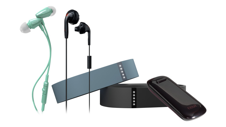 Bundle_Fitbit_Earbuds_mnco